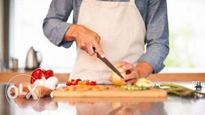 We r looking for home cook for 5people espcially