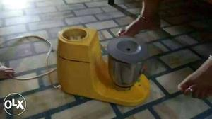 Mixer grinder in gud condition with iron working