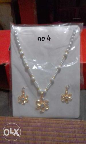 Gold And White Pearl Flower Pendant Necklace With Drop