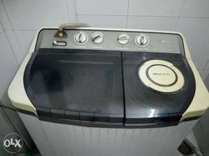 LG Semi Automatic Washing Machine in Perfect