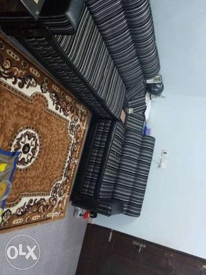 6 seater L shape sofa set in very good condition.