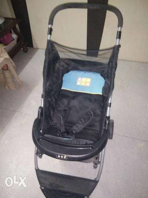 1 year 6 months Mom&Mee pram. used for just 6