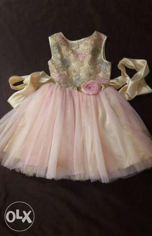One time used dress... ideal for 3 to 5 years