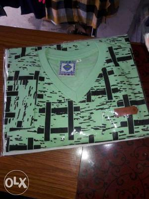 Large Size Green And Black V-neck t Shirt