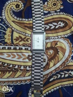 White Faced Analog Watch With Silver Links