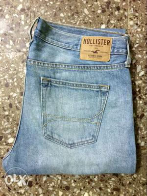 Hollister Mens Straight Fit Jeans.