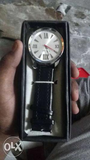White-faced Analog Watch With Black Leather Link In Case