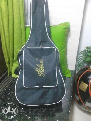 Gently used hobner guitar 1 yr old in good