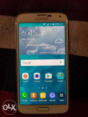 Galaxy S 5. With box charger headset. 4G headset