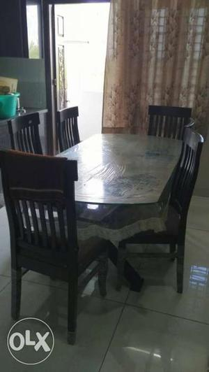 6 chair dinning table in excellent condition
