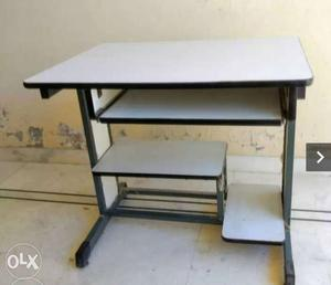Computer Table in Good condition for Sale