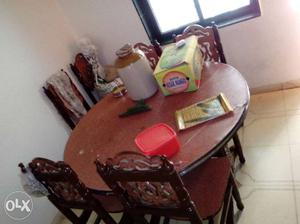 Dining table good condition round table six chair