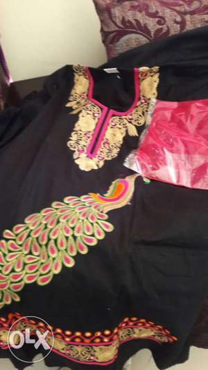 I'm selling Punjabi Patiala suits n designer