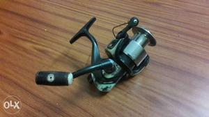 Fishing Reel. excellent condition. selling on low