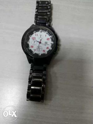 Round White Chronograph Watch With Black Link Band
