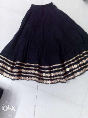 Black colour skirt for 4-5 years girls in a very good