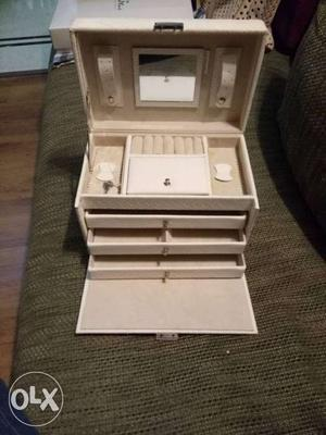 'Forever New' White Jewellery Box, with lock n