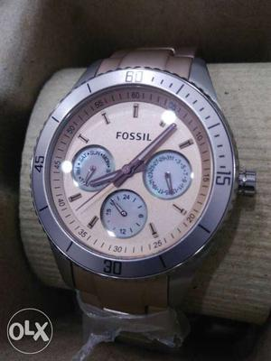Brand New Fossil mid size ladies watch, pink
