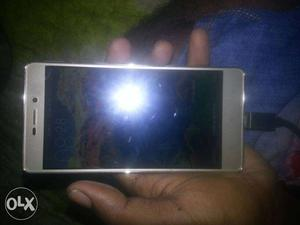 Mi 3s plus is very good condition but one