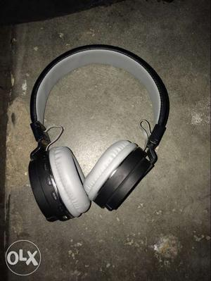 Jbl Black And White Wireless Headphone