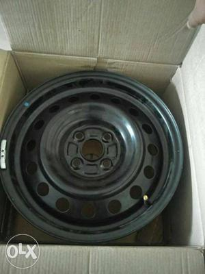 Cap and wheels of swift Maruti Suzuki caps R15
