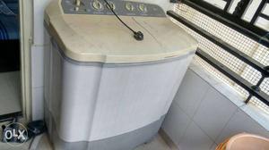 LG Semi Automatic Washing Machine in Good