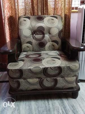 8 months old (3+1+1) sofa set with very good
