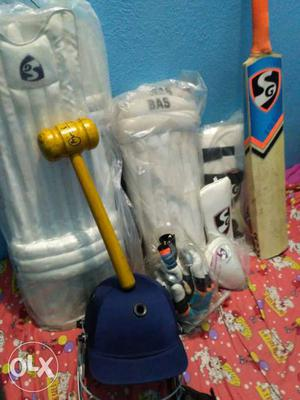 Full cricket kit with hammer, keeping pad,etc