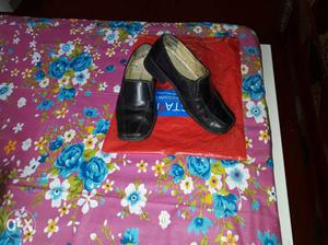 Black pure leather size 6 from Shree leather