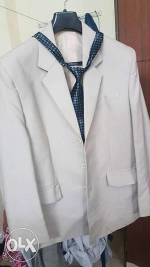 Unused blazer (Unisex) With tie. Three blazers