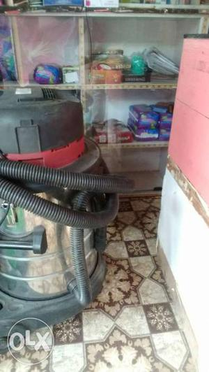 Gray And Black Wet And Dry Vacuum Cleaner