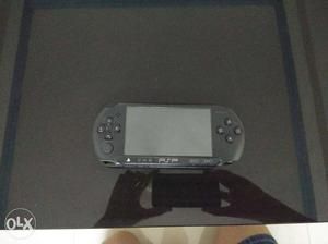 Black Sony PSP with 32 gb memory card