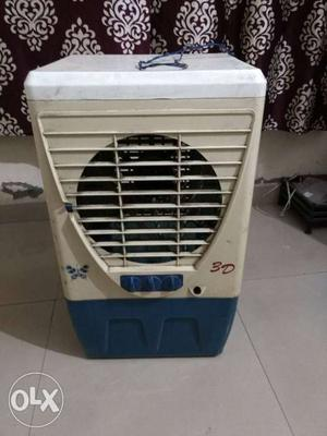 Room cooler for one person with up/down movement.