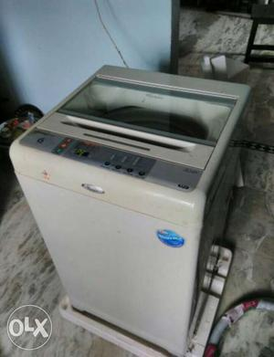 Whirlpool 6.5 kg 6th sense washing machine..