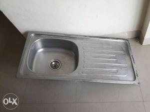 Stainless steel kitchen sink, 2 years old Metal: Stainless