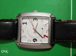 Fastrack Square White Faced Analog Watch In Black Leather