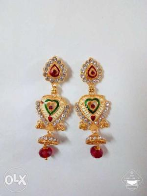 Beautiful and stylish hanging ear rings