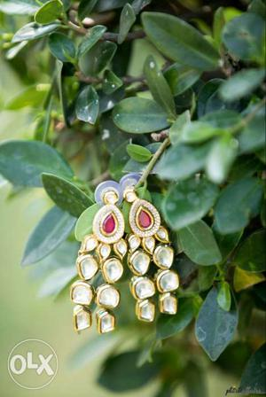 Enrich your bridal look with this beautiful piece