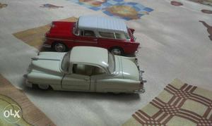 2 die cast toy cars size  cm