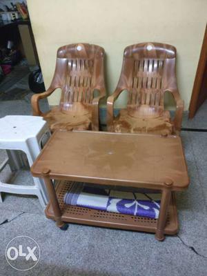 Cello plastic table + 2 cello plastic reclining