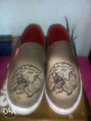 Gray-and-black Lion Print Slip On Shoes