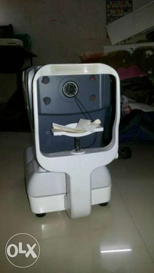 Autorefrctometer, single use, 1 yr old, in good