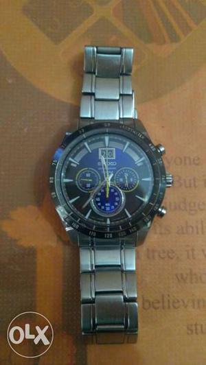 Black Bizel Seiko Round Black Chronograph Watch With Silver