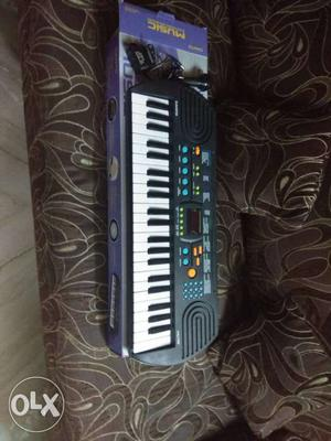 44 mini keys 128 tones 128 patterns 5 song bank