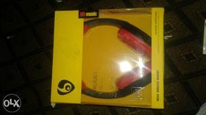 Its new bluetooth headphone very urgent 899