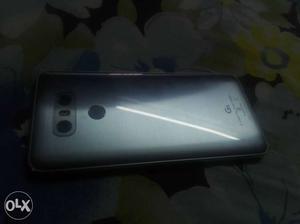 Lg g6 ice platinum in proper condition just 4
