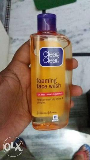 Clean & Clear Foaming Face Wash Bottle