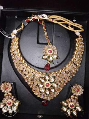 Kundan bridal jewellery set with mangtika