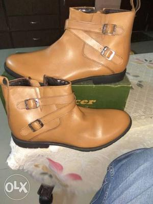 Brand new Tracer leather boots for men's. Size 10. Good for