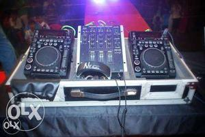 It's a Nx Audio Cdj 500 with Mixer in very good